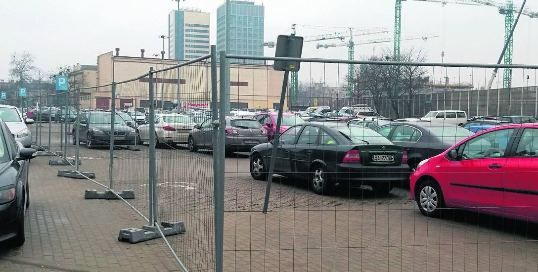 Nowe Centrum Łodzi. Płot broni parkingu EC1. Czy będzie nowy parking?