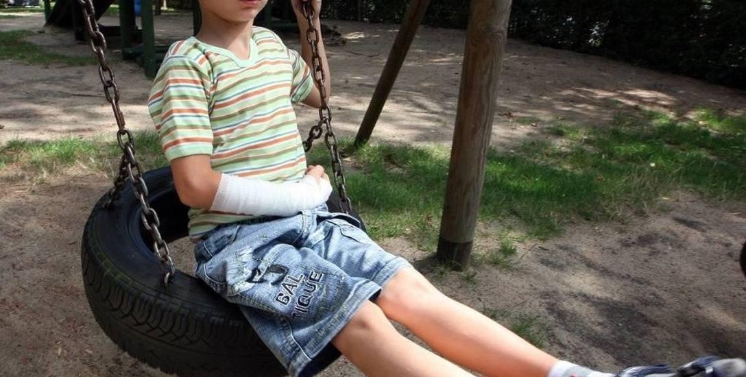 Poparzenia, złamania, otarcia. Trzeba mieć dzieci na oku. Dzieci na dworze - w SOR gorąco.