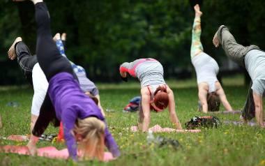Coraz więcej osób ćwiczy jogę. Wśród nich są także sławne osoby  [WIDEO]