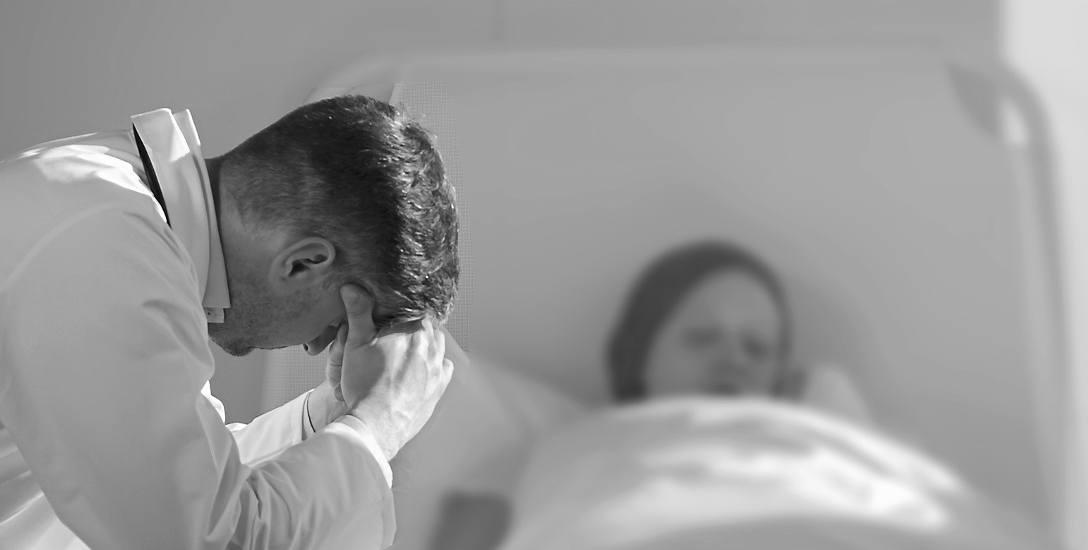 Ojciec, śmierć i dziewczyna. Okrucieństwo czy heroizm? Tragedia w Słupsku. W winę ojca nie wierzą sąsiedzi
