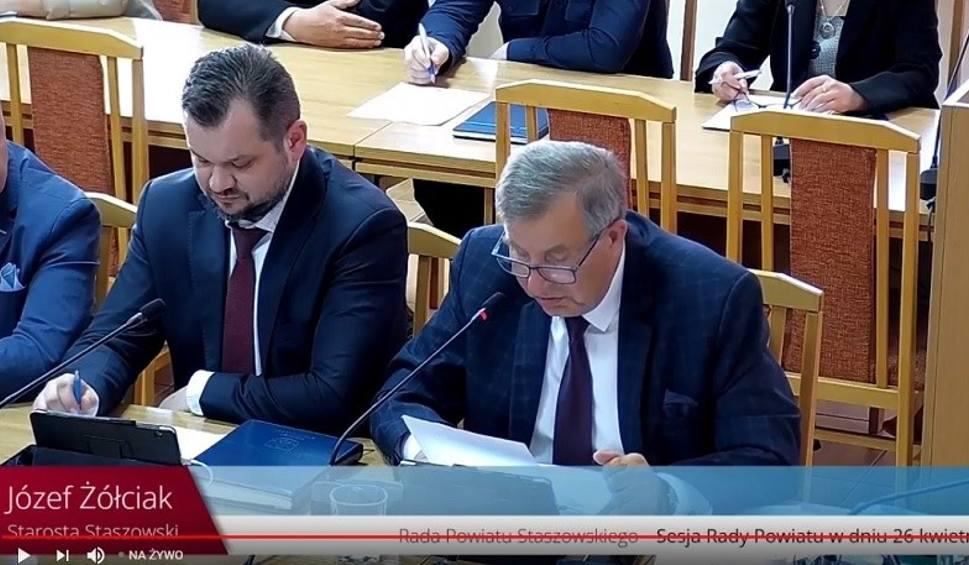 Film do artykułu: Kwietniowa sesja Rady Powiatu Staszowskiego. Co dalej ze szkołami średnimi w Osieku i w Bogorii? [ZAPIS TRANSMISJI]