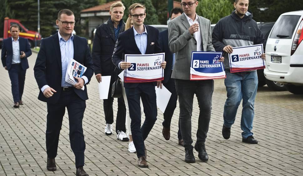 Film do artykułu: Wybory parlamentarne 2019. Poseł Paweł Szefernaker rusza busem w trasę po regionie [WIDEO]