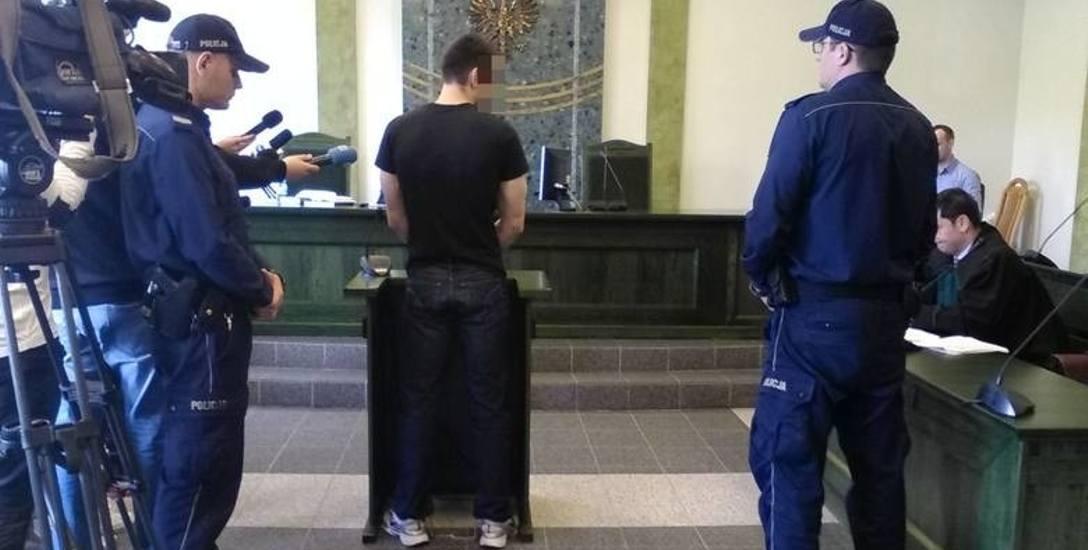 Paweł G. zeznawał jako świadek w procesie karnym funkcjonariuszy, którzy go nie dopilnowali. - Wykorzystałem nieuwagę policjantów. Palec prawej ręki