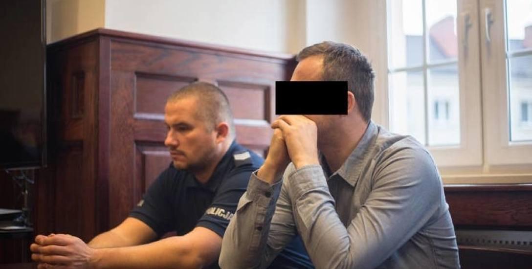 Wyrok dla byłego policjanta Krystiana L. z Człuchowa. 6 lat więzienia za śmierć kolegi i pobicie narzeczonej