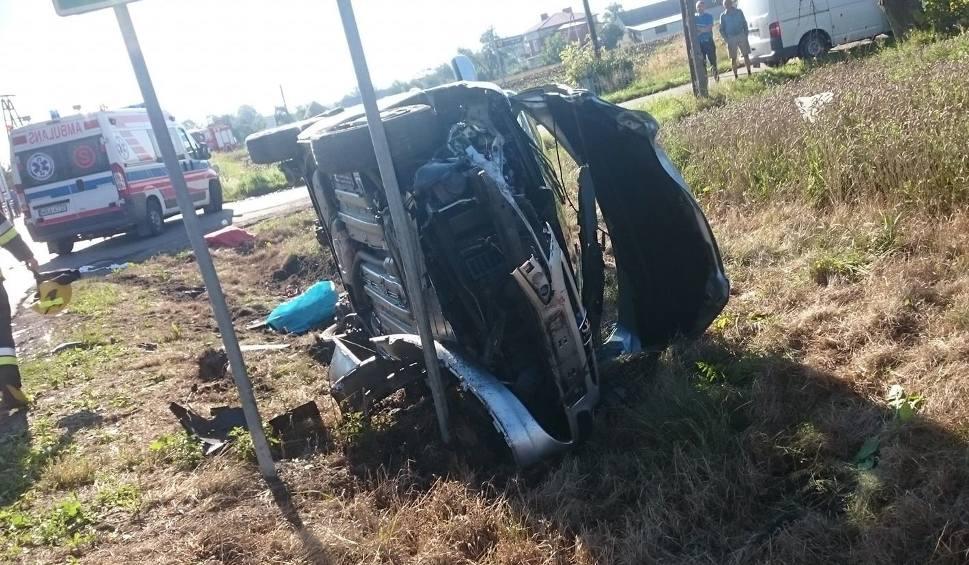 Film do artykułu: Lipsko. Wypadek dwóch samochodów osobowych w gminie Rzeczniów. Jedna osoba trafiła do szpitala