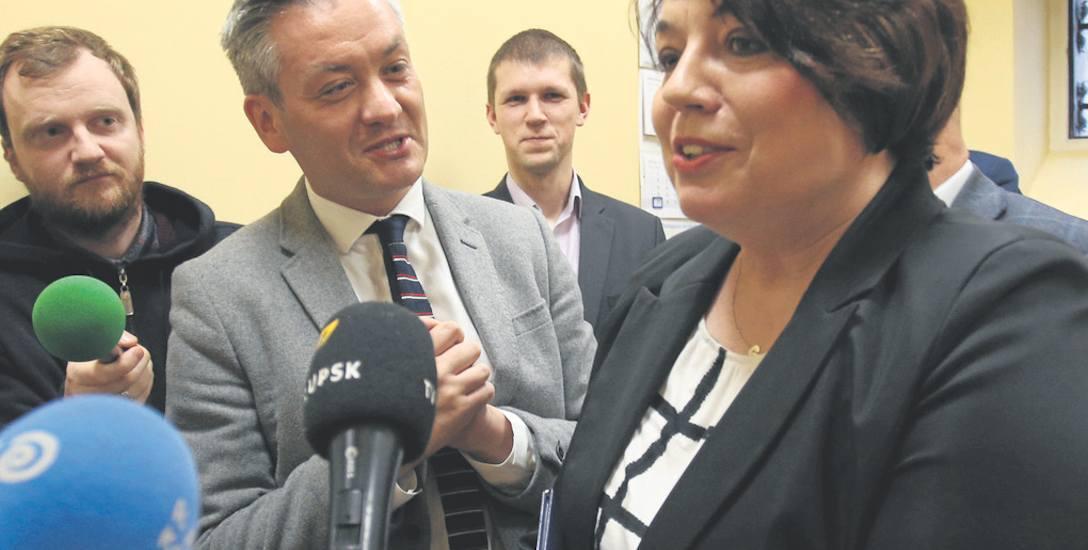 Razem ze współpracownikami prezydent Robert Biedroń prezentował odnowiony pokój 011, w którym od 6 lutego będą rejestrowane noworodki.