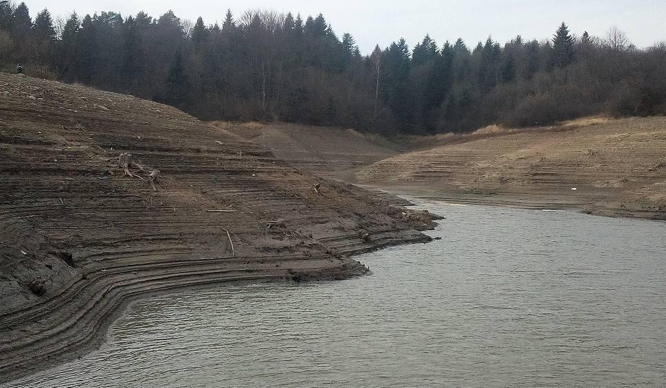 Film do artykułu: Klimkówka. Zapadała decyzja o ograniczeniu zrzutu wody z zalewu. Susza coraz bardziej daje się we znaki [ZDJĘCIA]