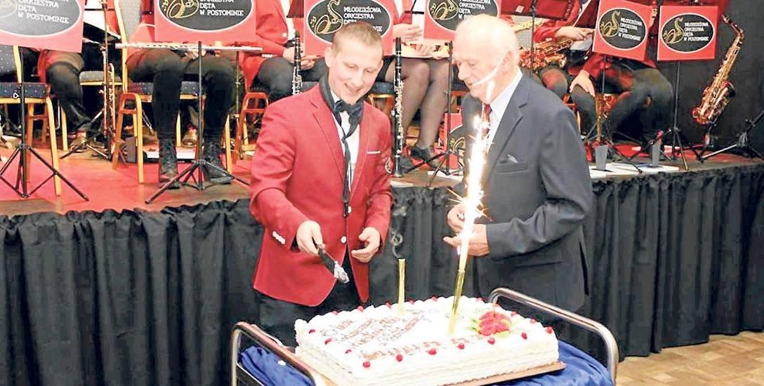 Był tort, gratulacje i przede wszystkim wspaniały występ Młodzieżowej Orkiestry Dętej w Postominie