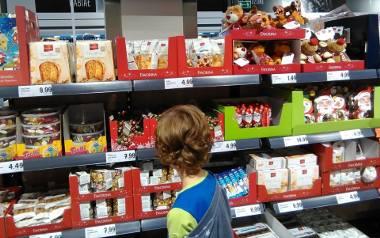 Miłośnicy świątecznej atmosfery mogą już jej doświadczyć między sklepowymi półkami