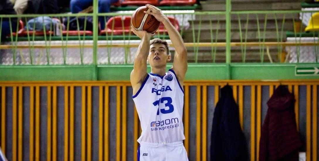 Szymon Szymański abecadła koszykarskiego uczył się w Resovii, teraz gra w ekstraklasowej Rosie Radom