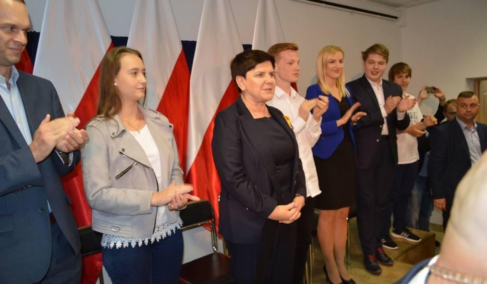 Film do artykułu: Wicepremier Beata Szydło spotkała się z mieszkańcami Ostrowca Świętokrzyskiego (zdjęcia)