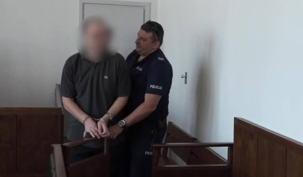 """Film do artykułu: """"Przyznał się do winy"""". Przed sądem rozpoczął się proces księdza oskarżonego o molestowanie harcerzy w Bieszczadach [WIDEO]"""