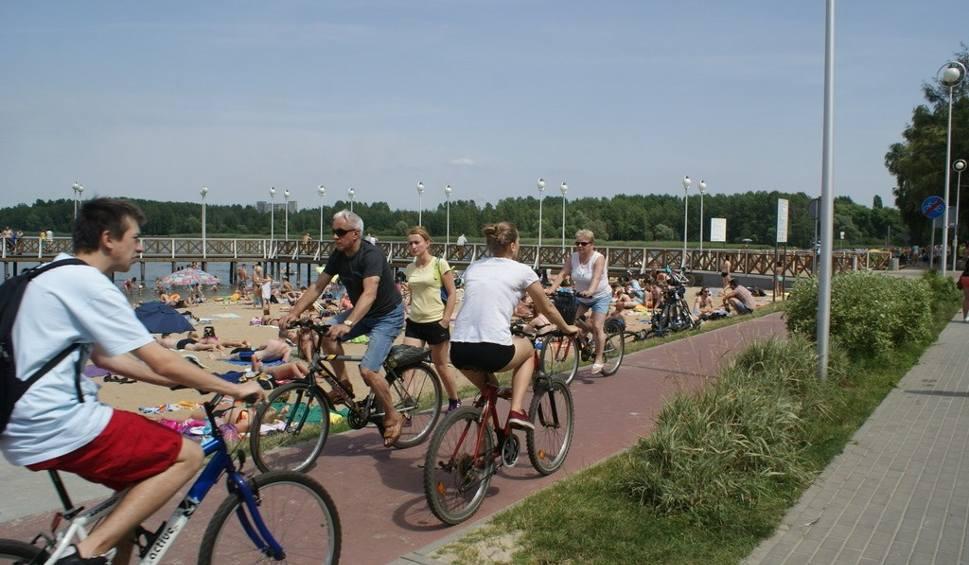Film do artykułu: Dąbrowa Górnicza: 185 słupków oddzieli rowerzystów od pieszych nad Pogorią III