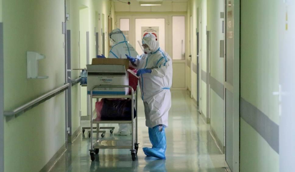 Film do artykułu: Koronawirus. Raport Ministerstwa Zdrowia z 17 kwietnia 2021 r. Ponad 15 tysięcy nowych zakażeń w kraju i 325 w Lubuskiem