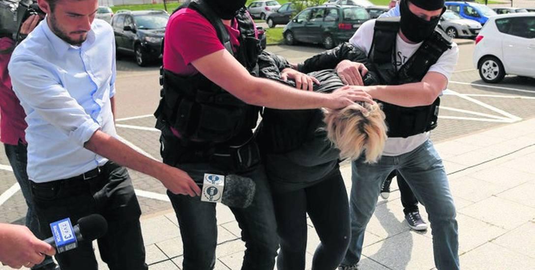 Zanim zgłosiła się na policję ukrywała się przez kilka godzin. Anna N. wczoraj także usłyszała prokuratorskie zarzuty