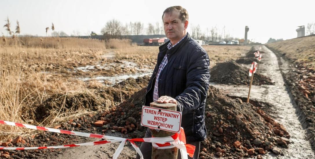 Zablokował dojazd na budowę obwodnicy Kolbuszowej i Weryni. Uważa, że wykonawca nie ma prawa przejazdu