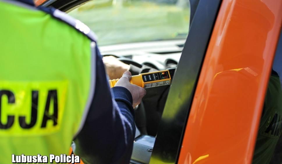 Film do artykułu: LUBUSKIE. Policja podsumowała Wielkanoc na lubuskich drogach. Przez ostatni weekend zginęły dwie osoby: 18-latek i 89-latka