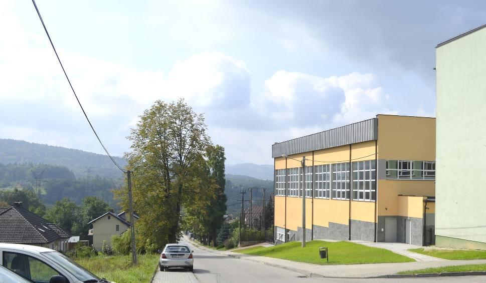 Film do artykułu: Gmina Sułkowice. Jesienią i zimą mieszkańcy Rudnika nie będą mieli wymówek. Hala zachęca do aktywności