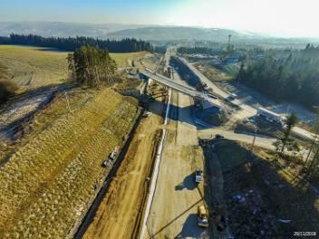 """Uwaga kierowcy! Na nowo budowanej zakopiance znów pojedziemy """"kawałeczkiem"""" nowej drogi [ZDJĘCIA]"""