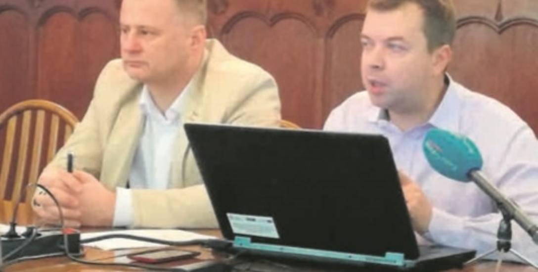 Dyrektor ZIM Jarosław Borecki i Marcin Grzybiński, odpowiadający za komunikację autobusową w mieście, tłumaczyli w piątek radnym potrzebę zmian w strefie