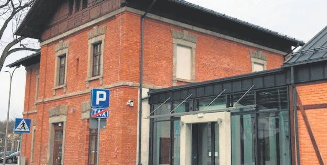 Dworzec kolejowy w Cieszynie został odnowiony. Zabytkowy budynek będzie teraz pełnił funkcje węzła przesiadkowego
