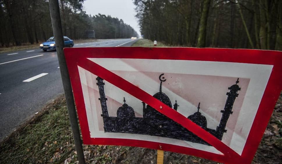 Film do artykułu: Nielegalny znak przy wjeździe do Bydgoszczy. Autora nie znaleźli