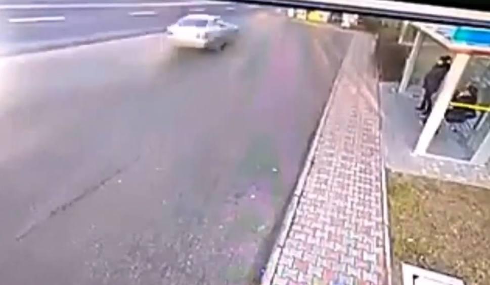 Film do artykułu: Śmiertelny wypadek w Stalowej Woli. Zobacz nagranie z kamery monitoringu (WIDEO)