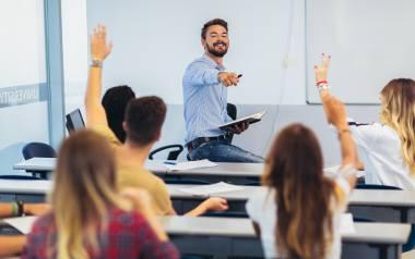 Jak wybrać szkołę językową dla dziecka? Odpowiedz na 7 ważnych pytań