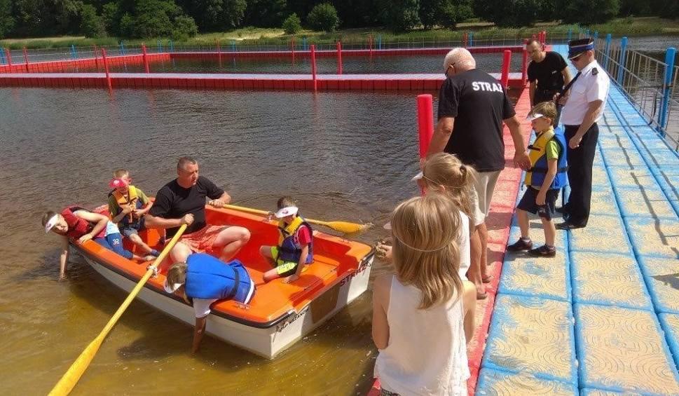 Film do artykułu: Nad zalewem w Zwoleniu odbył się piknik edukacyjny. Zorganizowali go zwoleńscy strażacy i policjanci. Było mnóstwo atrakcji dla najmłodszych