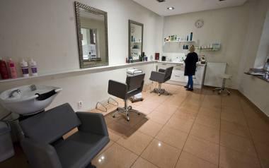 Lista zaleceń, które muszą stosować prowadzący salony fryzjerskie i kosmetyczne, jest długa - szczegóły na stronach rządowych