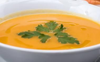 Zupa krem z papryki i bazylii.