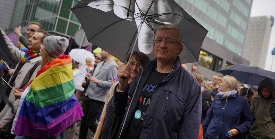 Jacek Jaśkowiak co roku idzie także w tłumie uczestników Marszów Równości.