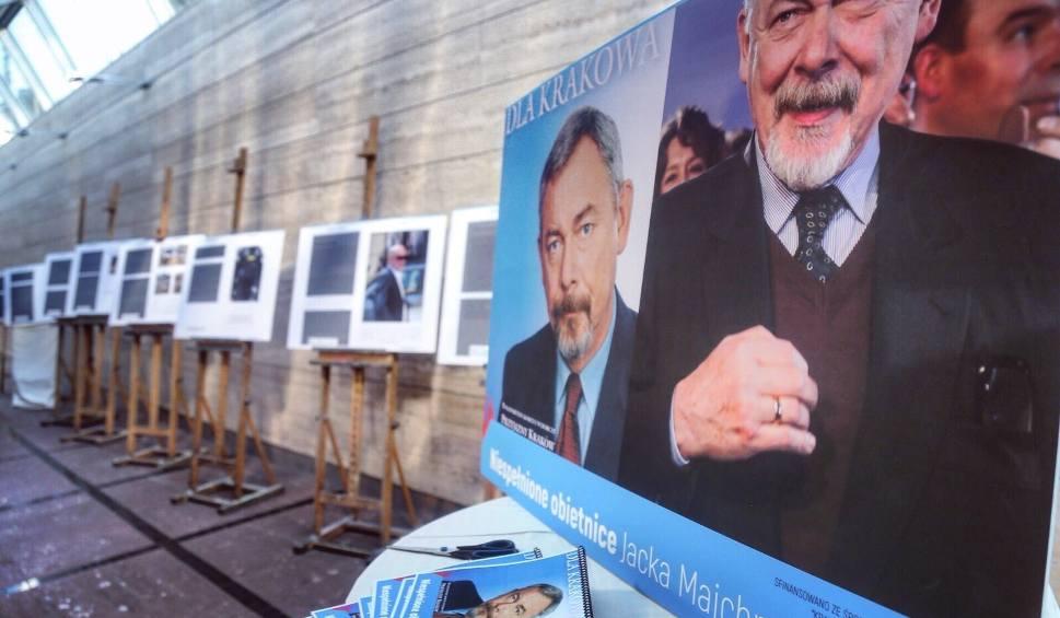 Film do artykułu: Wybory samorządowe 2018. Gibała otwiera wystawę... niespełnionych obietnic Jacka Majchrowskiego