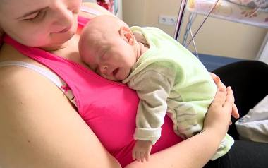 Szymek zaraz po porodzie mieścił się na dłoni. Ważył zaledwie 400 gramów. Po czterech miesiącach walki o życie opuścił szpital