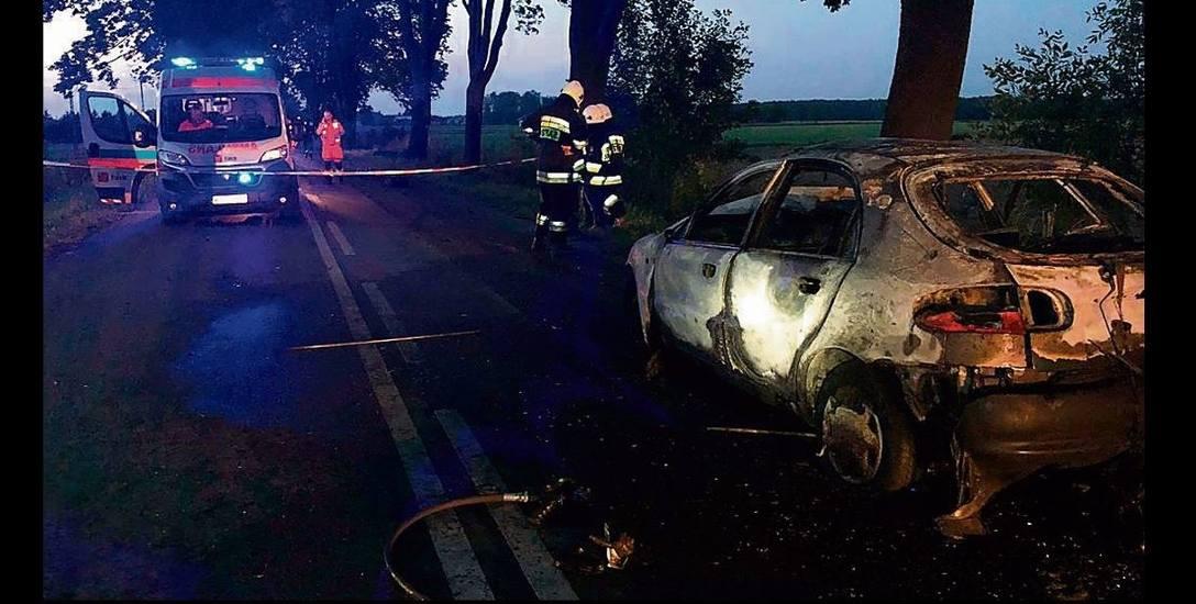 Tragiczny wypadek pod Tuszynem. 31-latek zginął  w płonącym aucie