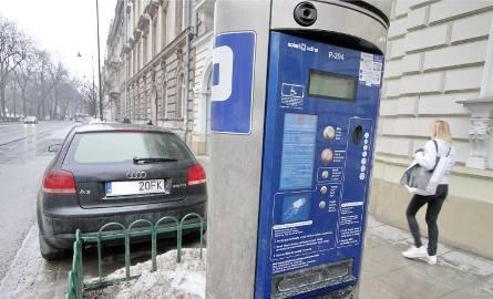 Zróżnicowanie cen w strefie  parkowania (im bliżej Rynku, tym drożej) może ograniczyć ruch w centrum -  przekonują urzędnicy