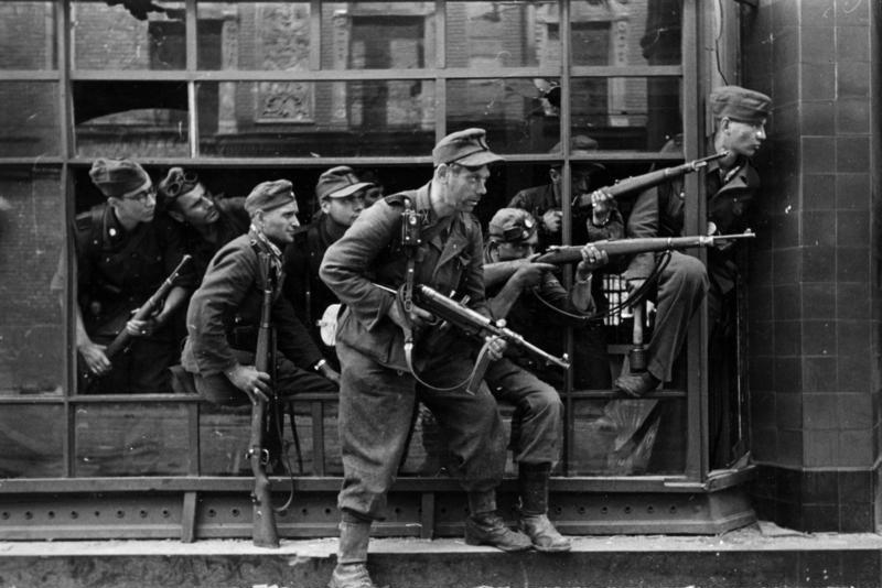 3 października 1944 r., po 63 dniach walki, powstańcy skapitulowali. Szacuje się, że oddziały powstańcze straciły blisko 16 tys. żołnierzy, do niemieckiej