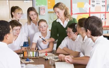 Szkoła, nauczyciel, uczniowie, leki