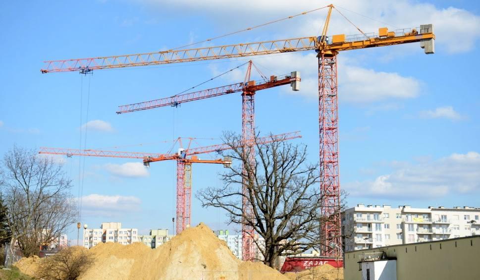 Film do artykułu: Żurawie budowlane w Zielonej Górze. To dopiero początek budowlanego boomu [ZDJĘCIA, WIDEO]