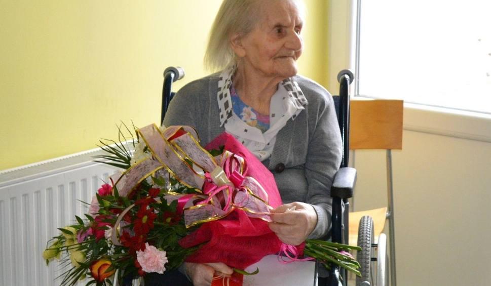 Film do artykułu: Pogodna stulatka z Zaleszan świętowała urodziny. Były życzenia, kwiaty i upominki