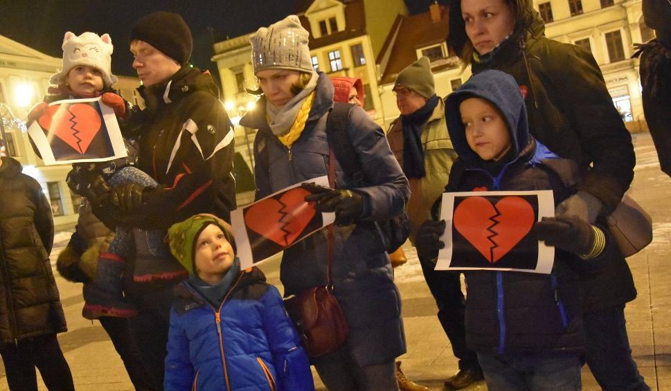 Film do artykułu: Pęknięte serca w Rybniku. Protest przeciw fali nienawiści i przemocy ZDJĘCIA + WIDEO