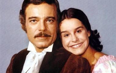Leôncio Almeida (Rubens de Falco) i niewolnia Isaura (Lucélia Santos). Na kolejnych zdjęciach można zobaczyć, jak zmieniała się Lucélia Santos >>>TAK