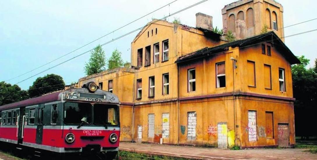 Dworzec w Strzemieszycach został już co prawda wyburzony, ale za to kolej wyremontuje teraz perony