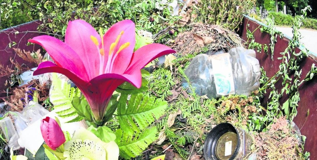 Takie zmieszane odpady można znaleźć w śmietnikach na cmentarzu przy ul. Wrocławskiej