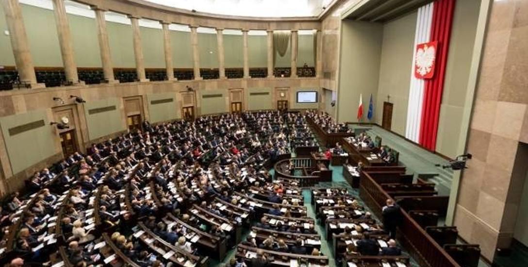 Koalicja nieznacznie wygrywa w okręgu szczecińskim. O zwycięstwie zadecydowało trzy tysiące głosów