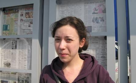"""Daria Lewińska, uczennica II Liceum Ogólnokształcącego: - """"Pomorską"""" kupuja zawsze moi rodzice. A przy okazji ją przeglądam. A ta czytelnia?"""