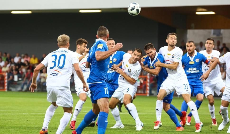Film do artykułu: I liga piłkarska: zwycięstwo Puszczy Niepołomice w pierwszym meczu przy sztucznym świetle [ZDJĘCIA]
