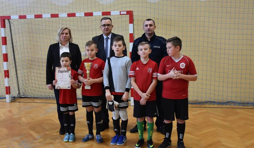 Film do artykułu: Sportowe Ferie w Iwaniskach 2019. Bawiło się 180 dzieci