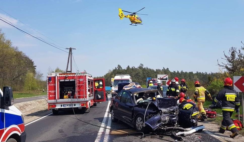 Film do artykułu: Poważny wypadek w Moskorzewie. Jedna osoba nie żyje, sześć jest rannych. Krajowa trasa numer 78 była całkowicie zablokowana