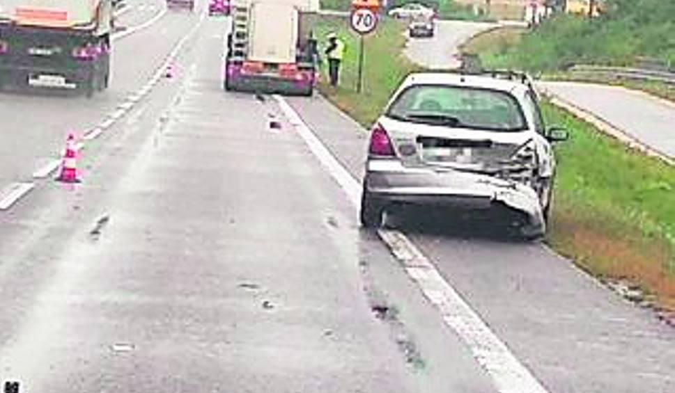 Film do artykułu: Wypadek w Chęcinach. Ranna kobieta trafiła do szpitala